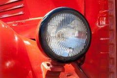 De oude koplamp van de tijdauto Retro stijl Rood klassiek Royalty-vrije Stock Foto's