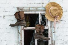 De oude laarzen van het leerwerk royalty-vrije stock afbeeldingen