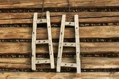 De oude ladder van de decoratie Stock Afbeeldingen