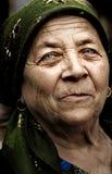 De oude landelijke Roemeense vrouw van het land stock fotografie