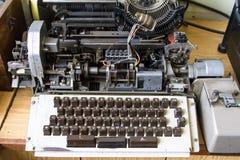 De oude Machine van de Schrijfmachine Stock Afbeeldingen