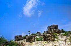 De Oude Mayan Ruïnes door de oceaan in Tulum Mexico Royalty-vrije Stock Afbeeldingen