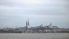 De oude mening van Tallinn van de kust stock footage