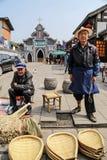 De oude mensen die bamboeproducten in yuantownstad verkopen, in Sichuan, China Royalty-vrije Stock Fotografie