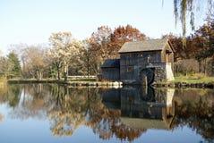 De oude Molen van de Korrel in de Herfst royalty-vrije stock afbeeldingen