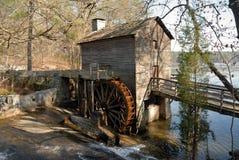 De oude molen van de maalkorensteen royalty-vrije stock afbeelding