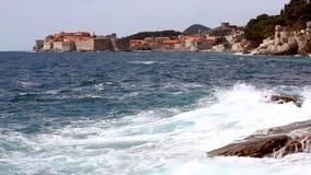 De oude muren van de steenstad van Dubrovnik stock footage