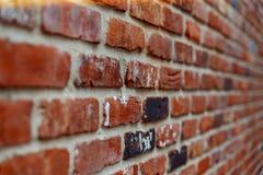 De oude muur van de baksteen Abstracte achtergrond met oude bakstenen muur , Zachte nadruk stock afbeeldingen
