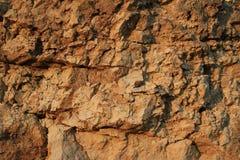 De oude natuurlijke achtergrond van de rotstextuur bij zonsondergang Royalty-vrije Stock Foto