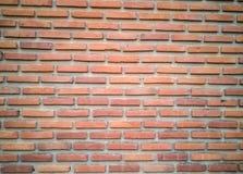 De oude oude oppervlakte van bakstenen muur rode grunge met de doorstane achtergrond van de cementtextuur Stock Foto's