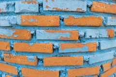 De oude oude oppervlakte van bakstenen muur rode grunge met de doorstane achtergrond van de cementtextuur Stock Fotografie