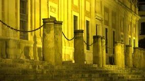 De oude Overheidsbouw bij Nacht stock videobeelden