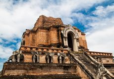De oude Pagode bouwt van baksteen in Wat Chedi Luang in Chiang Mai Stock Foto's