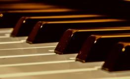 De oude piano stock afbeeldingen