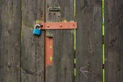 De oude poort aan de tuin Stock Afbeeldingen