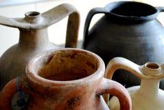 De oude potten van het amforaeind Stock Afbeeldingen