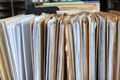 De oude reeks van bureaudossiers over lijst Royalty-vrije Stock Afbeeldingen