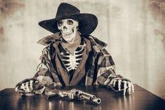 De oude Revolver van het het Westenskelet Stock Afbeeldingen