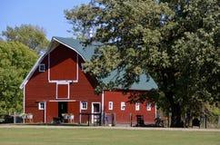 De oude rode heup roofed schuur Royalty-vrije Stock Foto