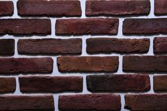 De oude rode kleur van het bakstenen muurpatroon van moderne decoratieve ongelijk van het stijlontwerp Stock Foto's