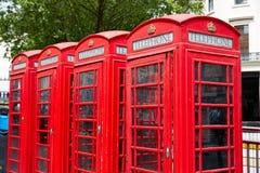 De oude rode telefooncellen van Londen Stock Afbeeldingen