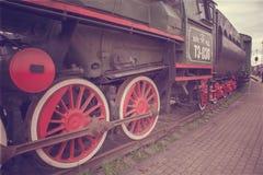 De oude rode wielen van de Stoomtrein stock foto