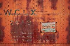 De oude roestige staalplaat nagelde doosauto vast Royalty-vrije Stock Foto