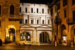 De oude Roman Poort van Porta Borsari in Verona Royalty-vrije Stock Afbeelding