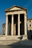 De oude roman tempel in Kroatische stadsPula Stock Foto