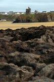 De oude ruïne van de kasteeltoren van ballybunionrotsen Stock Afbeeldingen