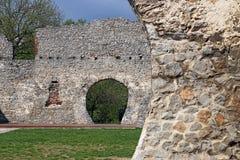 De oude ruïnes Tettye Pecs van de steenmuur Stock Afbeelding