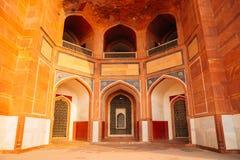 De oude ruïnes van het Humayun'sgraf in Delhi, India stock afbeeldingen