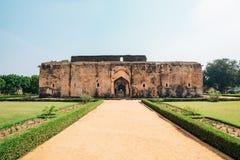 De Oude ruïnes van het koningin` s bad in Hampi, India stock fotografie