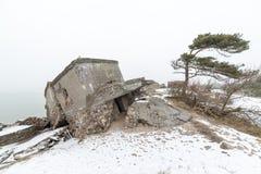 De oude ruïnes van het oorlogsfort op het strand Stock Foto's