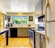 De oude ruimte van de manier kleine keuken stock afbeeldingen