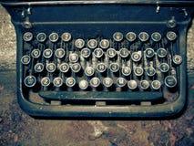 De oude schrijver van het Type stock afbeeldingen