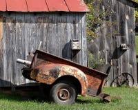 De oude Schuur van Tabaksred roof met Oude Auto Stock Afbeelding