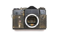 De oude SLR-camera roestte van het vallen in het water, op een wit geïsoleerde achtergrond stock foto's