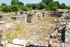 De oude stad Dion van Griekenland Ruïnes van oude christelijke basiliek Archeologisch park van heilige stad van Macedon stock afbeeldingen