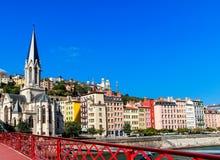 De oude stad en Eglise Heilige Georges, Frankrijk van Lyon Stock Foto