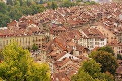 De Oude Stad is het middeleeuwse stadscentrum van Bern, Zwitserland Stock Foto's