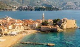 De oude stad van Budva in Montenegro, mening van bovengenoemd de bovenkant Royalty-vrije Stock Foto's