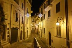 De oude stad van Eboli in zuidelijk die Italië door lichten wordt verlicht stock afbeelding