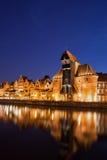 De Oude Stad van Gdansk bij de Mening van de Nachtrivier Royalty-vrije Stock Afbeelding