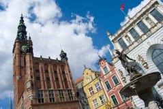 De Oude Stad van Gdansk, het standbeeld van Neptunus en Stadhuis Stock Afbeeldingen