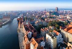 De oude stad van Gdansk, Polen Luchthorizon bij zonsopgang royalty-vrije stock afbeeldingen