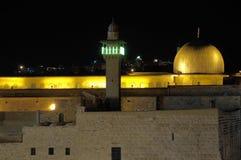 De oude stad van Jeruzalem bij avond stock foto's