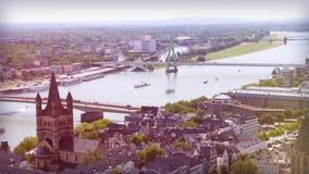 De oude stad van Keulen van hoogte omhoog in de zomer Royalty-vrije Stock Fotografie
