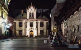De Oude Stad van Krakau bij nacht Stock Foto's