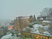 De oude stad van Lyon in het ogenblik van sneeuwdaling, de oude stad van Lyon, Frankrijk Stock Foto